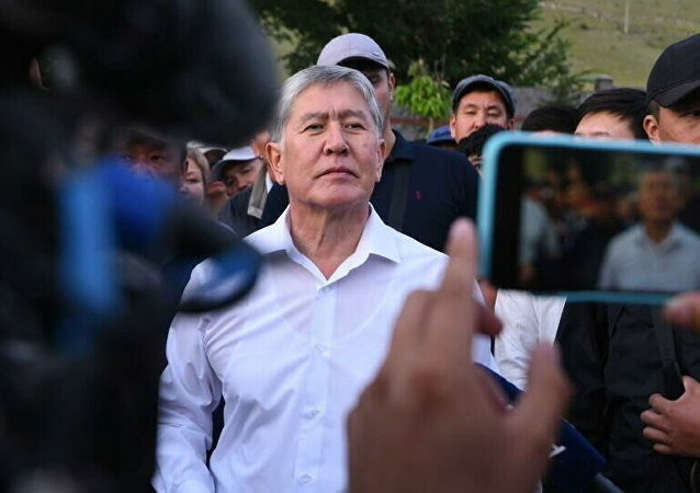 吉尔吉斯斯坦前总统阿坦巴耶夫律师称法院将羁押期限延至10月26日