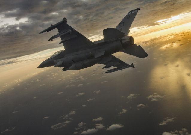 """台""""立法院""""批准耗资2500亿新台币采购66架美战机"""