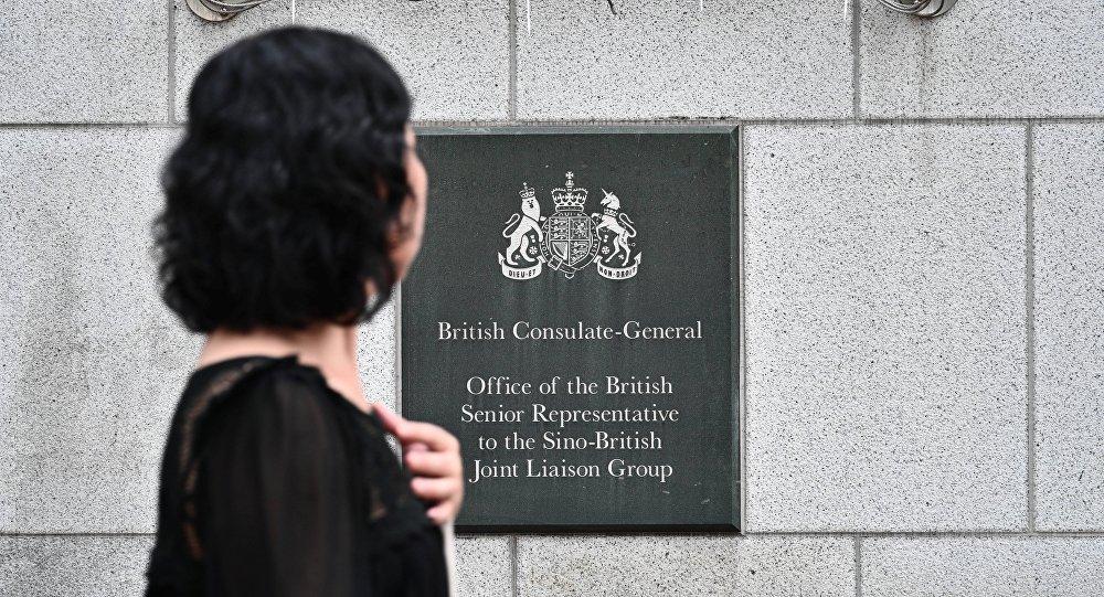 中国政府拘留一名英国驻港总领馆工作人员
