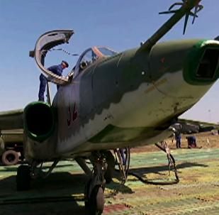 蘇-25攻擊機在野戰機場「頓河」公路旁實施著陸