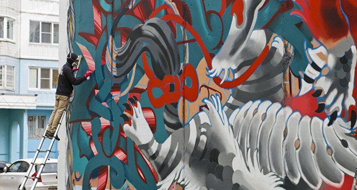 俄罗斯艺术家@tweso1持另一种想法。对他来说,涂鸦不仅是主要的谋生手段,还是一种生活方式。
