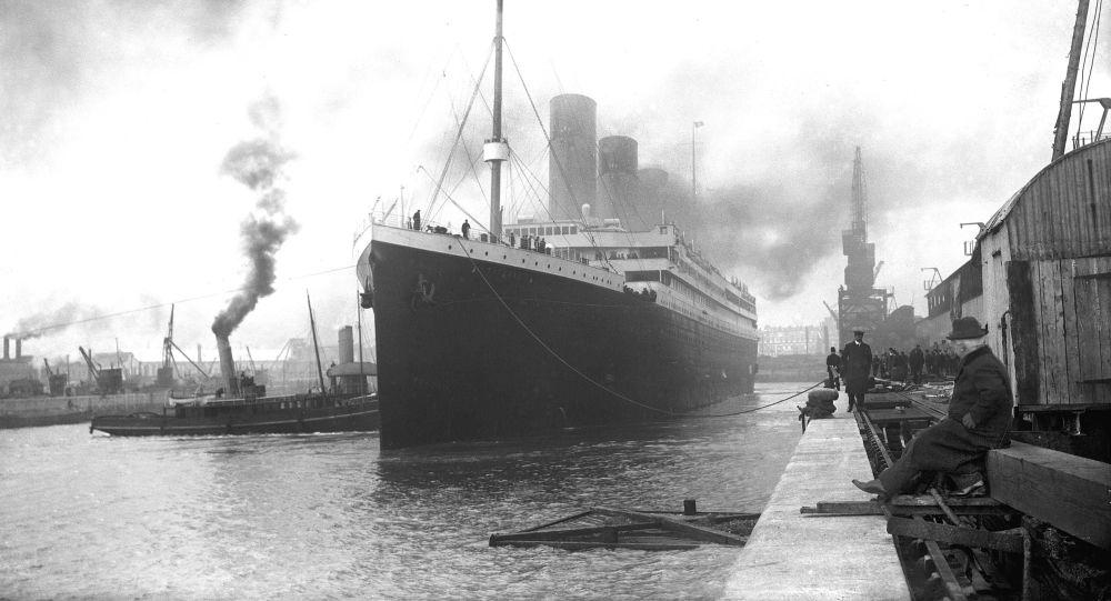 """美潜水员称""""泰坦尼克""""号受损程度惊人"""
