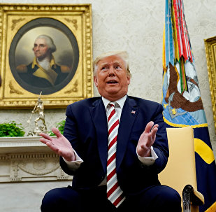 特朗普承認對華貿易戰損害美國經濟