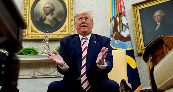 特朗普承认对华贸易战损害美国经济