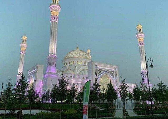 車臣拉姆贊•卡德羅夫清真寺即將開放