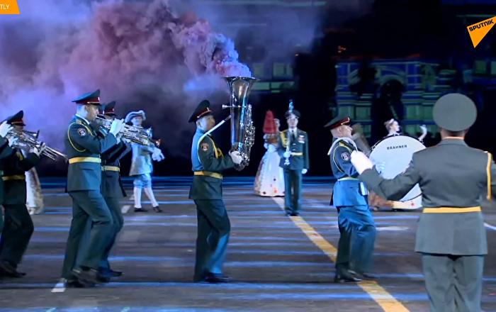 """""""救世主塔""""国际军乐节在红场举行最终彩排"""