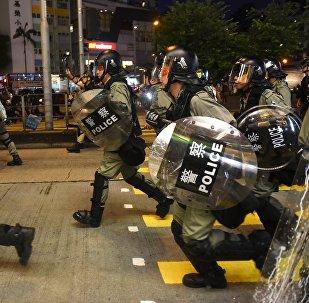 香港許多地區示威者與警察發生衝突