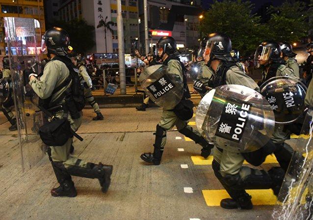 香港保安局长:香港警队非常克制 必须维护法治