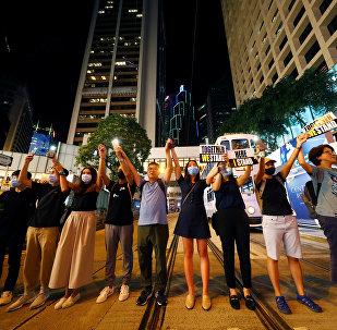 香港数万民众手拉手形成数公里长人链