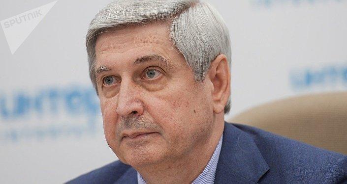 伊萬·梅利尼科夫在莫斯科舉行的新聞發佈會上