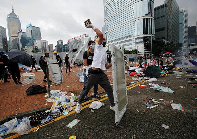 香港行政长官回应示威者有关释放所有被捕人士的要求:有违香港法治精神