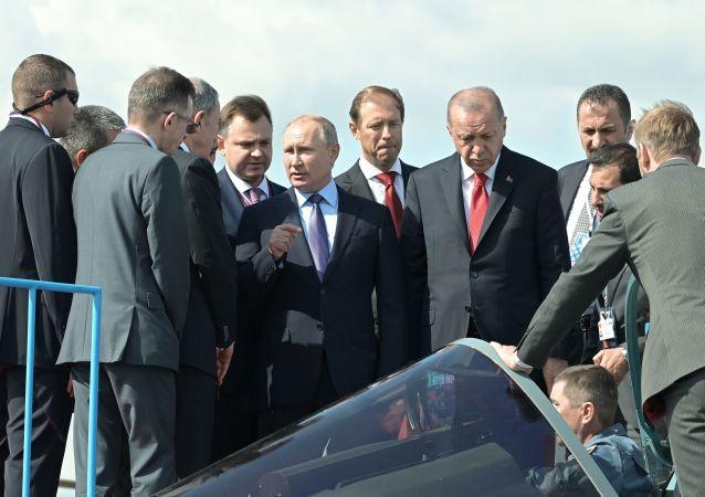 埃尔多安莫斯科航展上向普京表示有兴趣采购苏-57