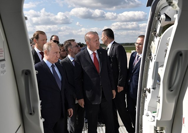 普京与埃尔多安参观莫斯科国际航展