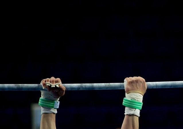 俄男子獲得「地球最強手指」稱號