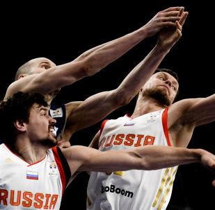 俄罗斯男篮队员世界杯期间与球迷见面