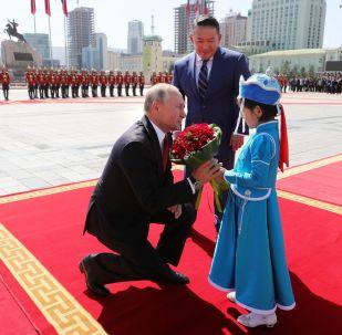 2019年9月3日。必威体育总统弗拉基米尔•普京和蒙古国总统巴特图勒嘎在乌兰巴托的官方仪式上。