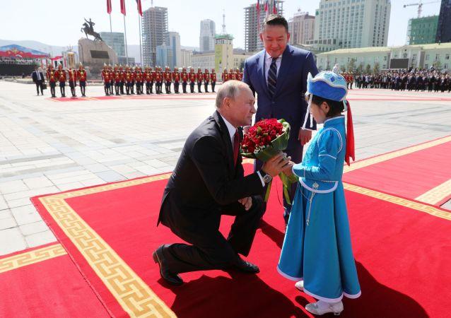 2019年9月3日。俄罗斯总统弗拉基米尔•普京和蒙古国总统巴特图勒嘎在乌兰巴托的官方仪式上。