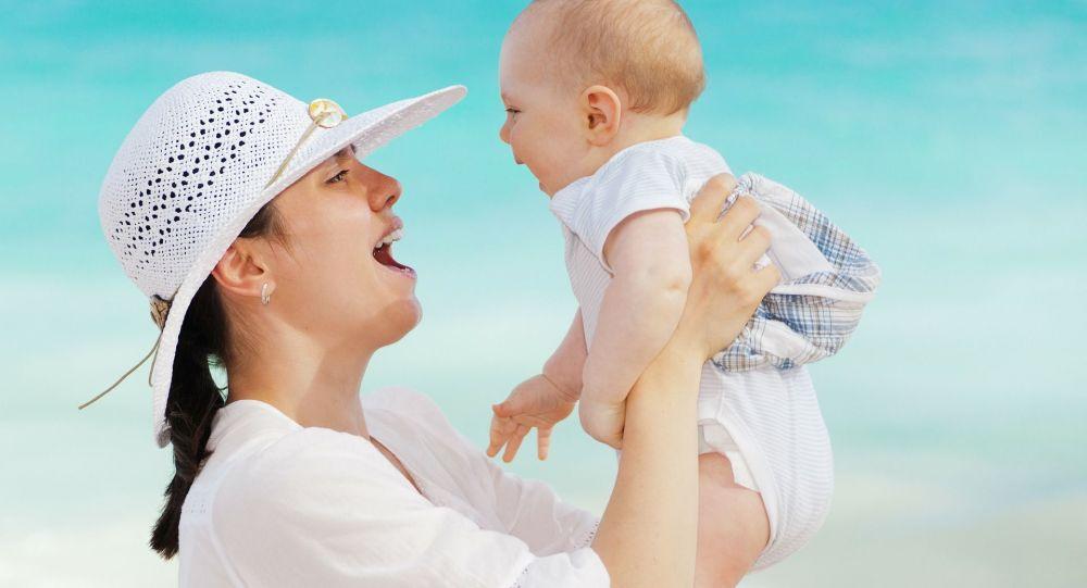 英国科研人员:新生儿打嗝对大脑发育有益