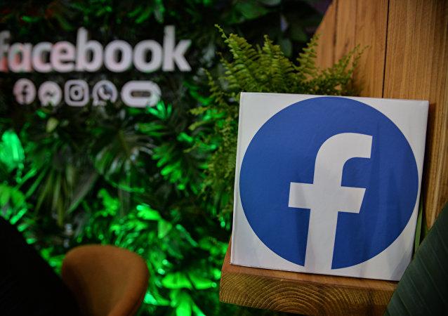 臉書承認封殺西蒙尼揚帳戶是一個錯誤並為此道歉