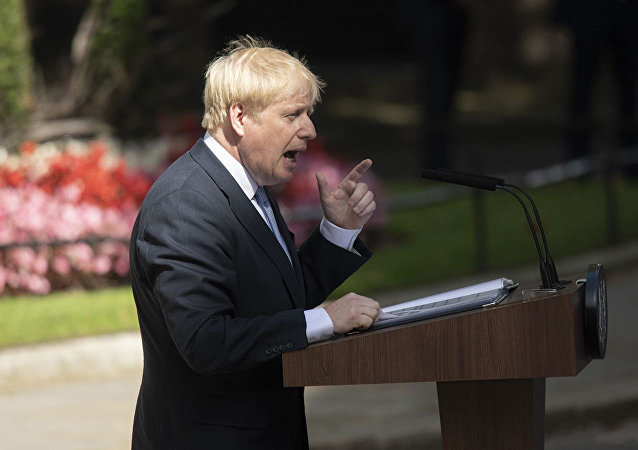 英国首相否认在议会休会问题上向女王说谎