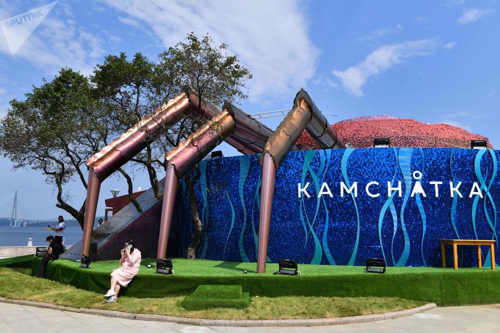 在阿亚克斯海湾旁举行的第五届东方经济论坛远东街头展览上的堪察加展厅