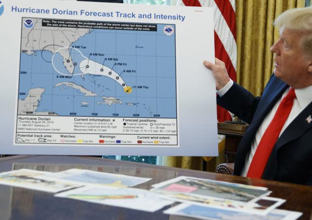 特朗普用不正確的颶風地圖嚇壞美國人 (圖片)