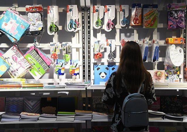 外媒:對華貿易戰致美國學校用品價格上漲