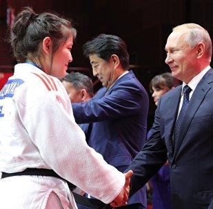 俄印日蒙四國領導人出席柔道比賽