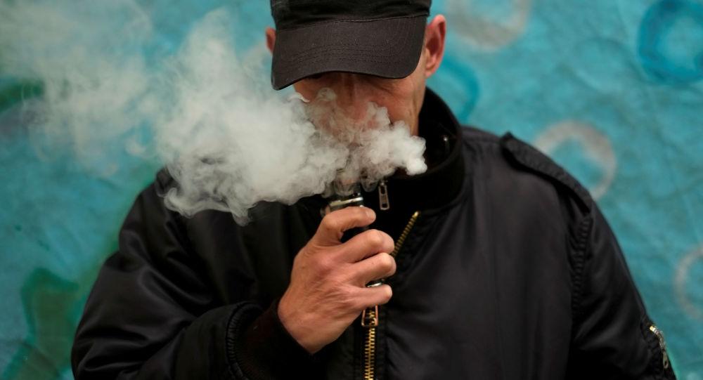 特朗普提議提高在美購買電子煙的年齡限制