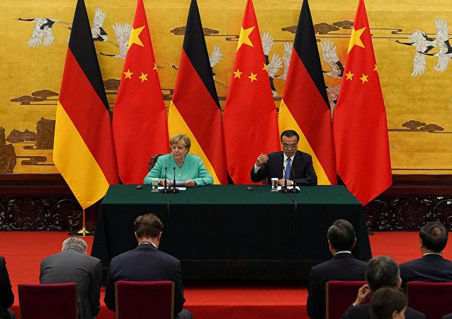 李克強同德國總理默克爾舉行會談