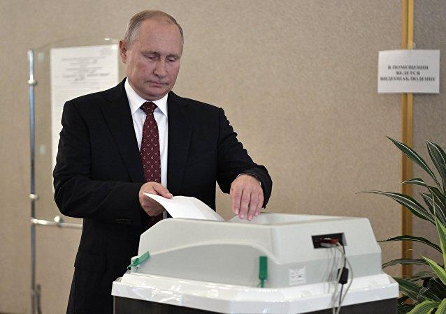 普京参加莫斯科杜马选举投票