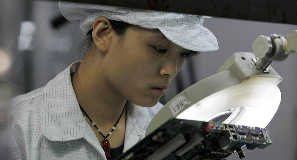 苹果和富士康承认在中国雇佣了太多的临时工