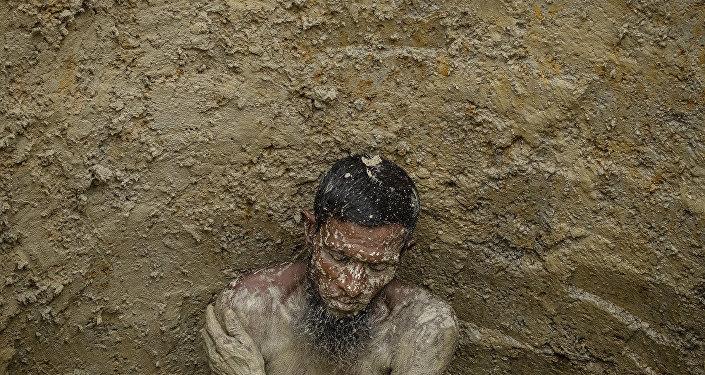 意大利攝影師加布里埃爾·切科尼的系列作品《悲慘世界與地球》