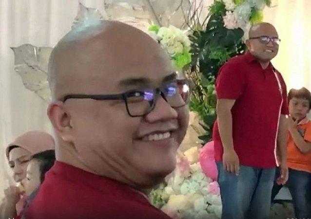 """马来西亚男子在婚礼上偶遇""""孪生兄弟"""""""