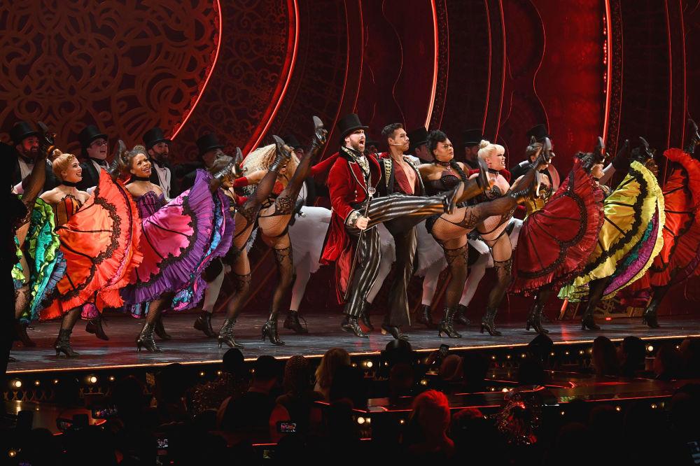 纽约时装周期间The Blonds x Moulin Rouge!音乐剧中的舞者