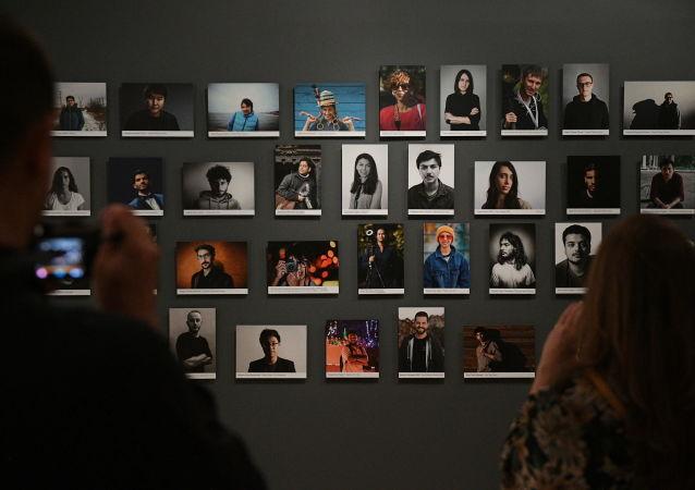 在国家历史博物馆展览中心举办的第五届安德烈·斯捷宁国际新闻摄影大赛获奖者作品展开幕式上