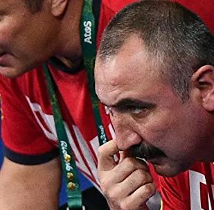 中国拳击队主教练:奥运会奖牌获得者胡建关自信开启世锦赛征程