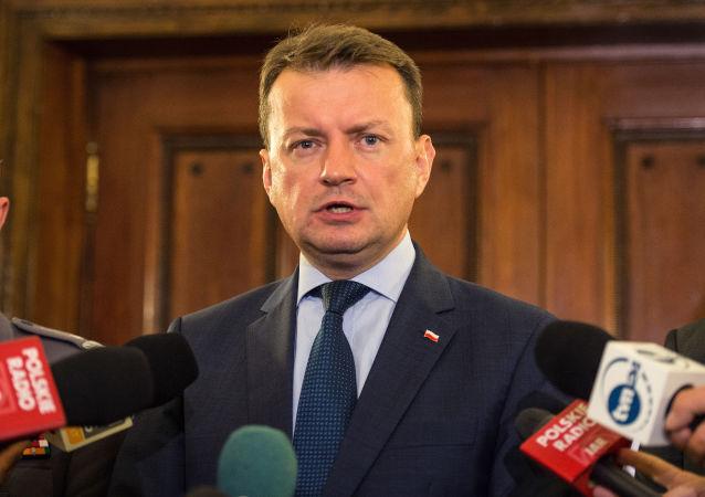 波兰国防部长马里乌什·布瓦什恰克(资料图片)