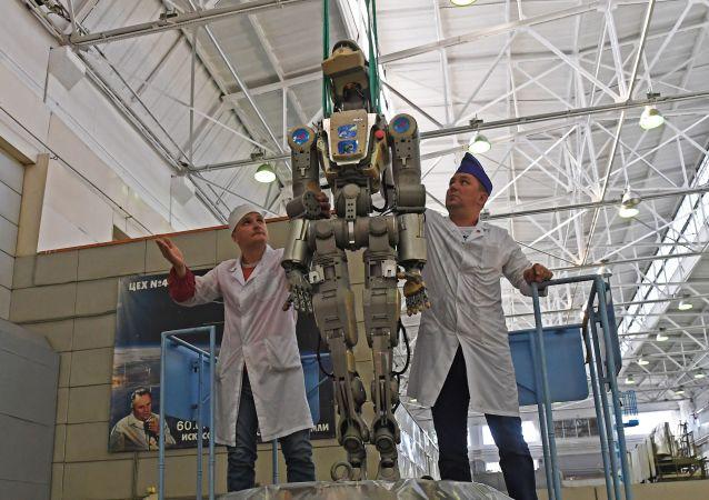 机器人费奥多尔返回地球后的测试工作已结束 正等待新任务