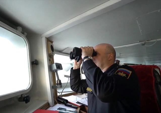 俄国防部:黑海舰队开始跟踪进入黑海水域的美国海军尤马号运输船