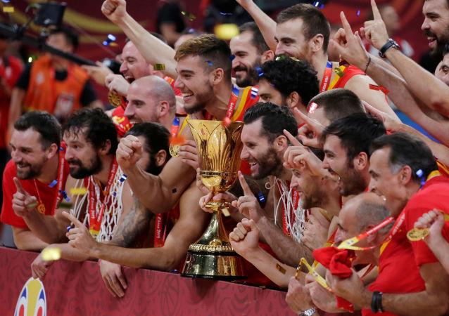 西班牙在决赛中击败阿根廷赢得中国举行的男篮世界杯