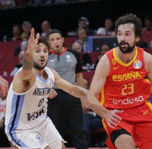 西班牙篮球运动员马克·加索尔在一年内成为NBA和世界杯双料冠军
