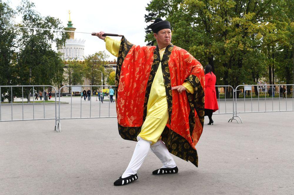 莫斯科全俄展覽中心舉行的「中國:偉大遺產和新時代」中國文化節的演員。