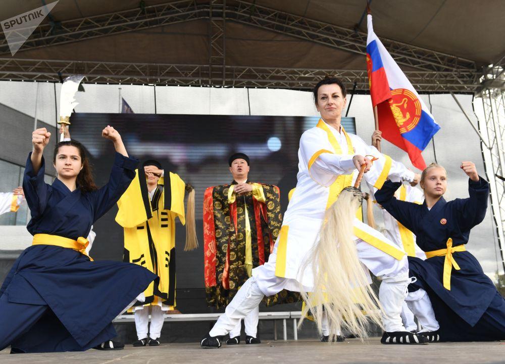 莫斯科全俄展覽中心舉辦的「中國:偉大遺產和新時代」中國文化節的表演。
