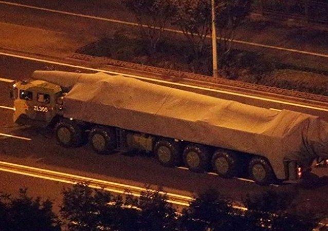 无人潜艇和高超音速滑翔机:网友猜测中国将在国庆阅兵展示哪些装备