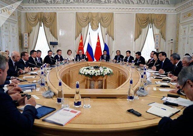俄罗斯总理梅德韦杰夫表示,俄中关系已经进入新时代