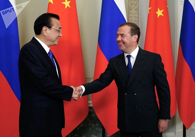 必威体育总理梅德韦杰夫与中国国务院总理李克强举行会晤
