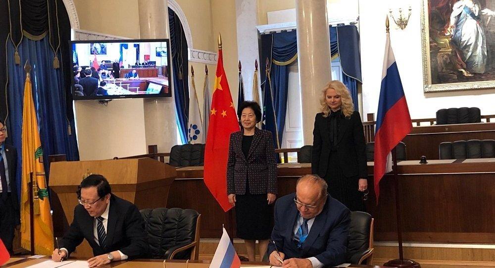 莫斯科大学和北京大学签署成立青年联盟协议