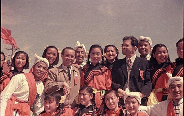 「扮演」過蘇聯攝影師們助手的周恩來