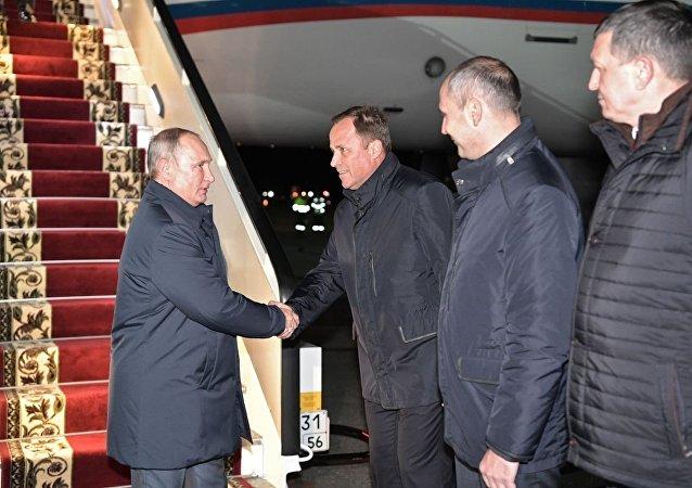 普京抵达俄奥伦堡